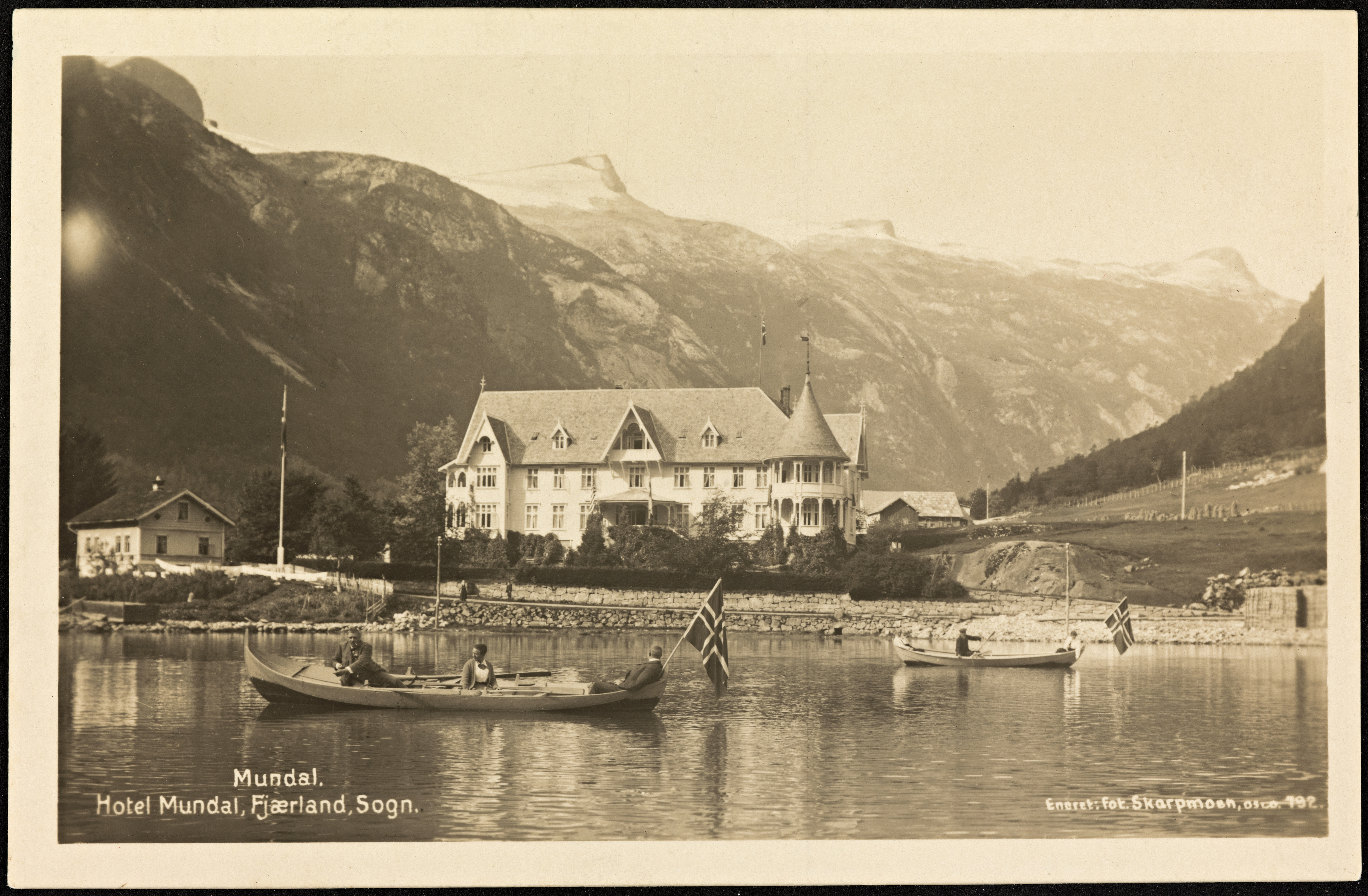 792. Mundal. hotel Mundal, Fjærland, Sogn