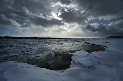 sigma1224 a7ii sony winter hiver stlaurent stlawrence rivage shore ice glace snow neige clouds nuages gimp