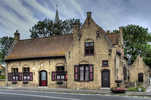 Sint-Pieters-Kapelle, voormalig Gemeentehuis.