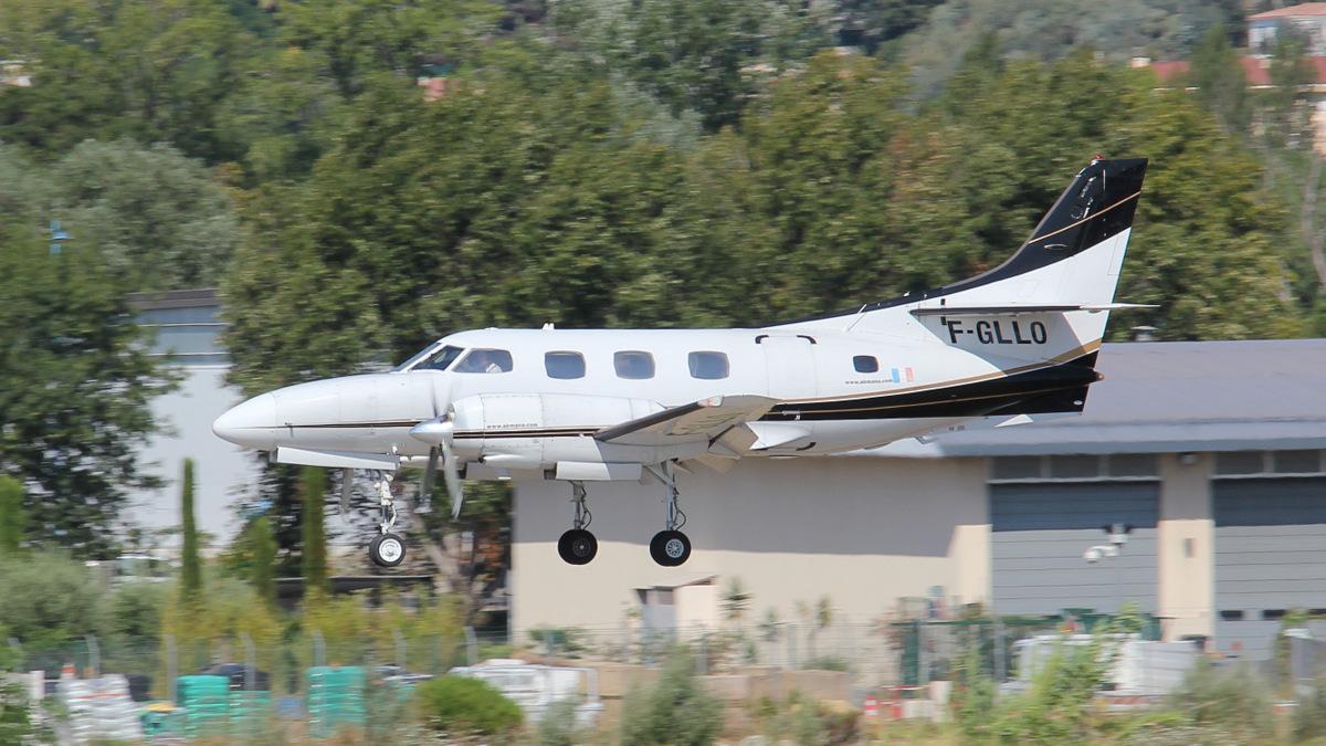 Aéroport de Cannes-Mandelieu [LFMD-CEQ] Juillet 2015   19827418960_e6809ca761_o