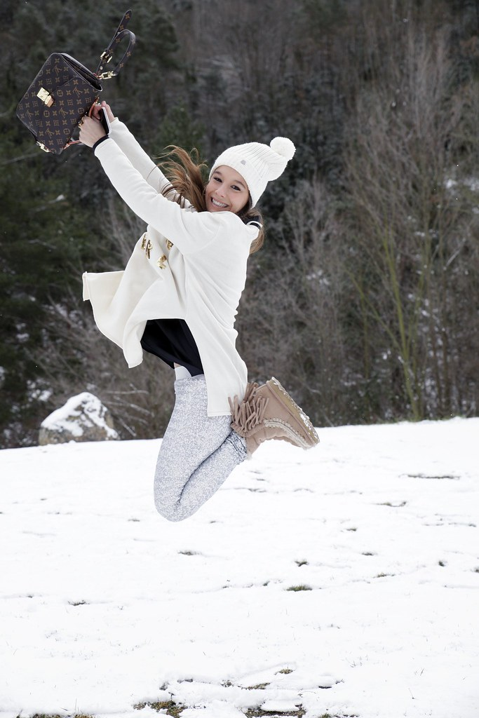 015_SNOW_GIRL_OUTFIT_THEGUESTGIRL_LAURA_SANTOLARIA_FASHION_BLOGGER_RUGACOLLECTION_MOUBOOTS_WINTER