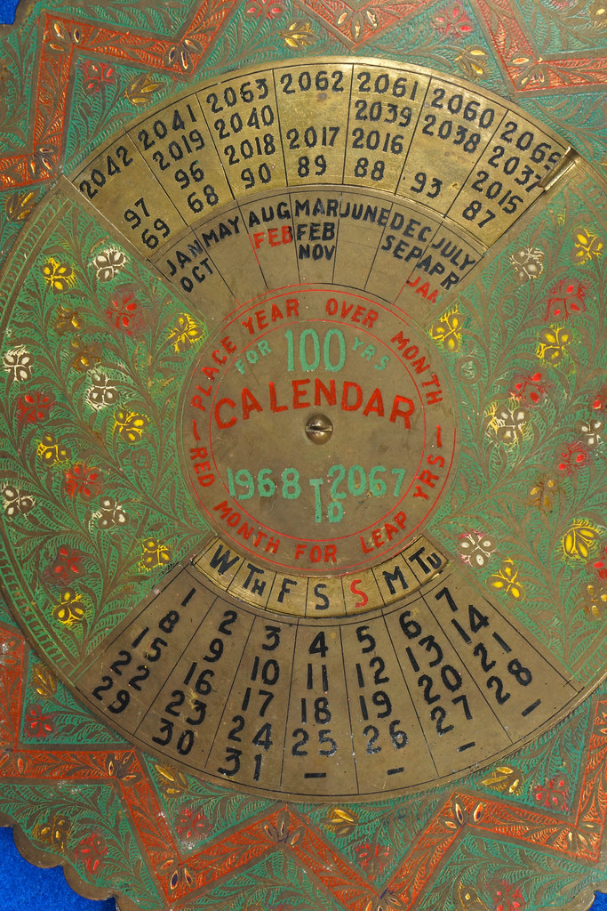 RD15284 Vintage Enameled Brass Perpetual Desk Calendar 100 Years 1968 - 2067 Circular with Stand DSC09018