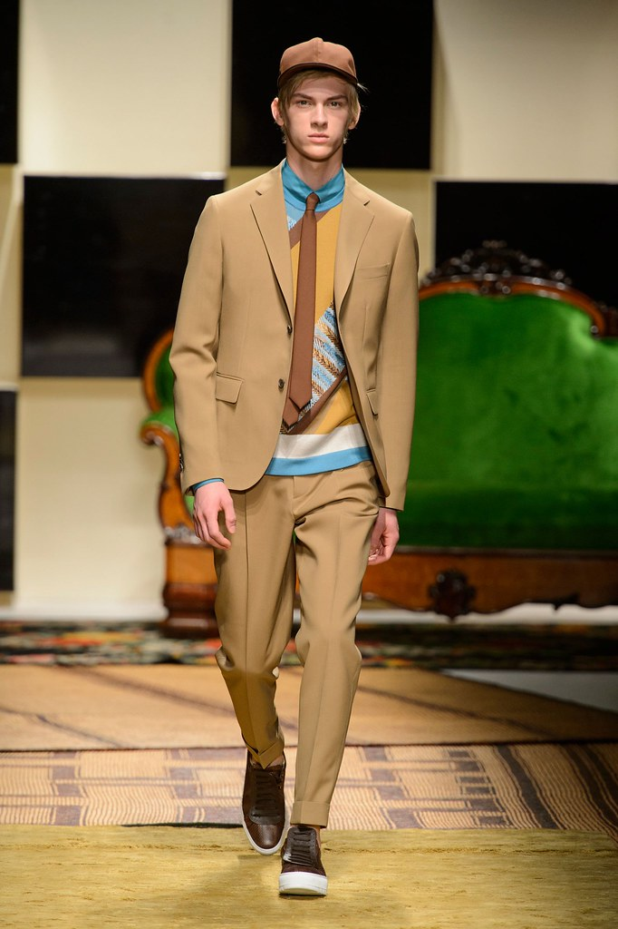 Dominik Sadoch3345_SS16 Milan Salvatore Ferragamo(fashionising.com)