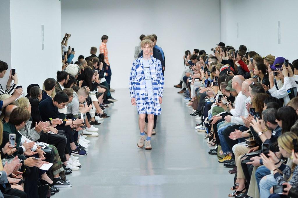 Dominik Sadoch3302_SS16 London Lou Dalton(fashionising.com)