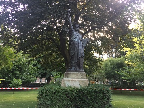 Smaller Statue of Liberty — Jardin du Luxembourg