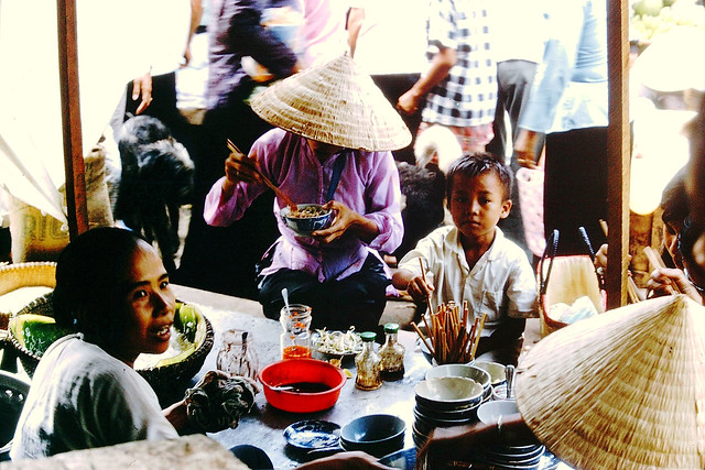 Viet Nam 1967 - Photo by Chris Chubb - Lunch Counter