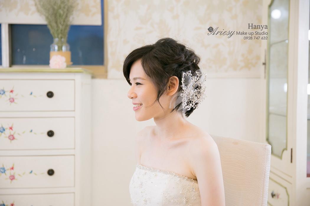 造型師Hanya,愛瑞思造型團隊,短髮造型,韓國手工新娘飾品,蓬鬆編髮,自然輕透妝感,婚紗寫真,新娘秘書,台北新秘