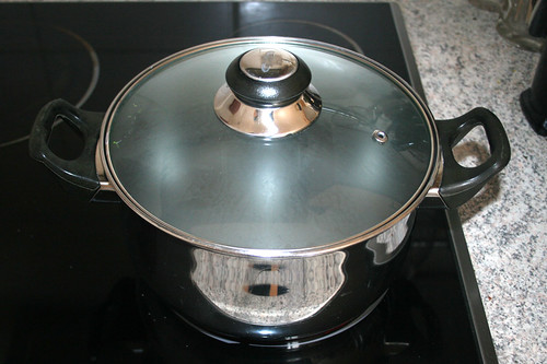 24 - Topf mit Wasser erneut aufsetzen / Bring pot of water to a boil again class=