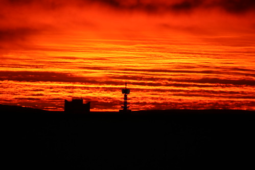 hannover germany sunrise sonnenaufgang skyline landscape landschaft fernsehturm vw turm lava magma mustafar science fiction shadow outdoor black schwarz wolken clouds psychedelisch psychedelic himmel abend sky evening streifen stripes bunt colorful orange dezember december abends abendstimmung
