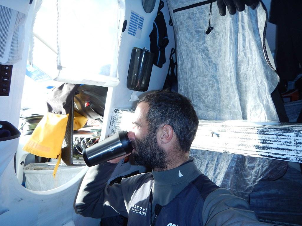 Jour 39 : Images du bord Armel Le Cléac'h - Vendée Globe 2016