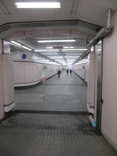 中山競馬場内馬場への地下通路
