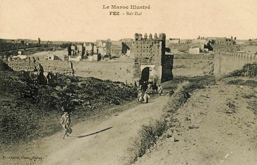 Porte de Bab Ziaf à Fès dans les années 1920.