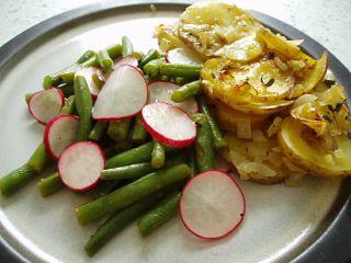 Bohnen-Radieschen-Salat mit Thymiankartoffeln