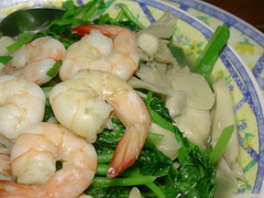 Stir-fry prawns, stir fried spinach with mushroom and prawns