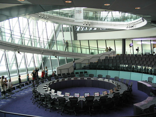 Norman foster london city hall 4 a gallery on flickr for Hotel de ville de londres architecture