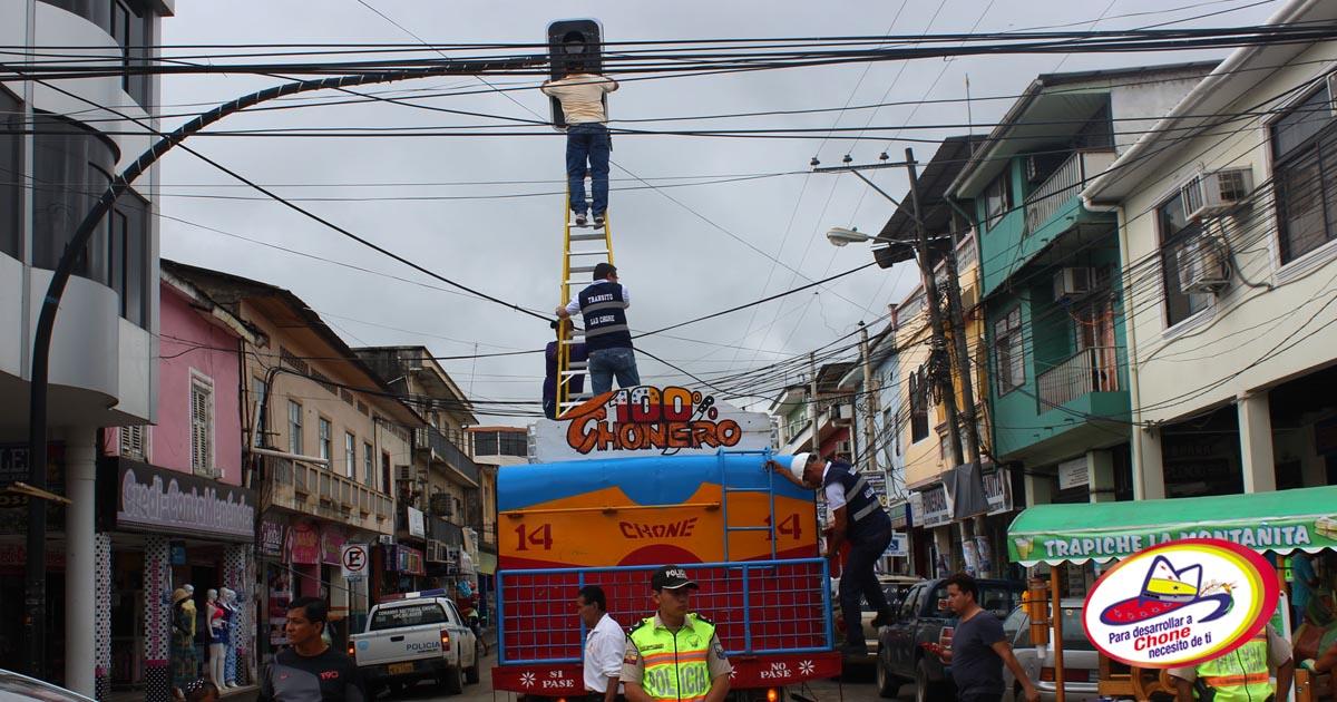 Tránsito Municipal rehabilitó semáforo