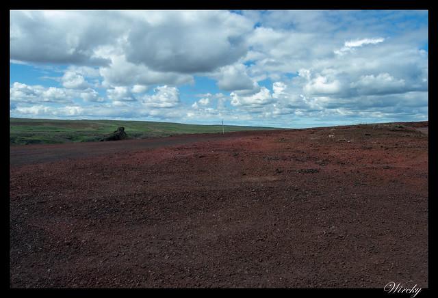 Tierra roja en Cascada Hafragilsfoss