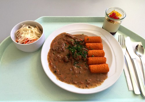 Beef chop in pepper cream sauce with croquettes / Rindergeschnetzeltes in Pfefferrahmsauce mit Kroketten