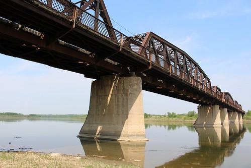 canada stlouis saskatchewan railroadbridge southsaskatchewanriver cnr historicbridge canadiannationalrailway trussbridge canadianbridge throughtruss parkertruss thrutruss grandtrunkpacificrailway stlouisbridge parkerthroughtruss gtpr canadianbridgecompany grandtrunkpacificrailwaybridge
