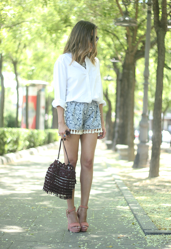 Blue Shorts White Shirt Summer Outfit03
