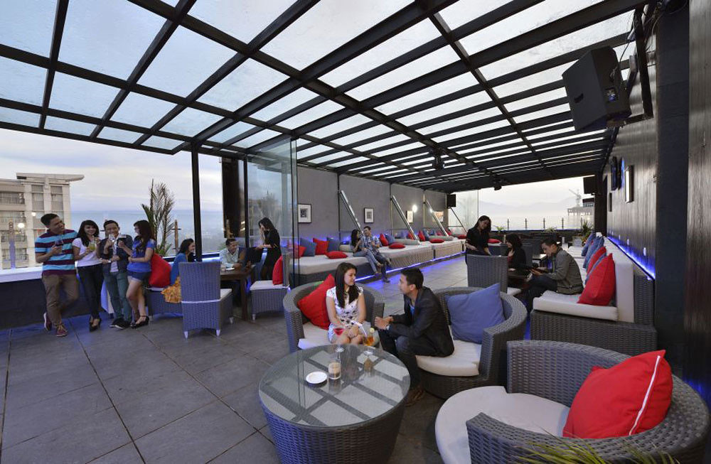 2-gino-feruci-rooftop-bar-via-blog-kagum-hotel