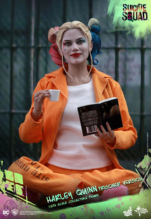 Hot Toys – MMS407 – 自殺突擊隊【小丑女哈莉.奎茵囚服版】Harley Quinn Prisoner Ver. 1/6 比例人偶作品