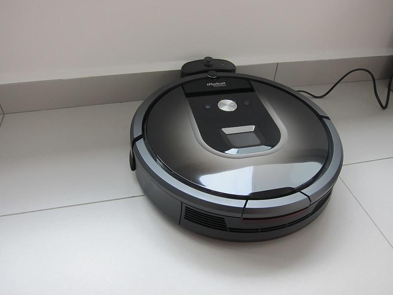 iRobot Roomba 980 - Plugged-In