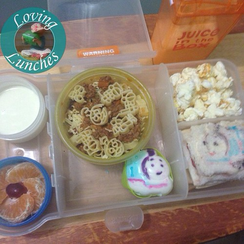 Loving Honey's @nudefoodmovers lunch for tomorrow… belated happy birthday Thomas the Tank Engine! You're looking good for 70 😉! Yoghurt, mandarin, spaghetti bol, moulded egg, popcorn, sandwich and milk in our @boardwalkimports #JuiceInTheBox   #schoo