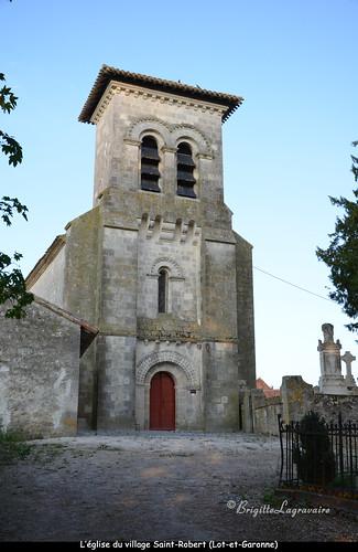 Une petite église de village