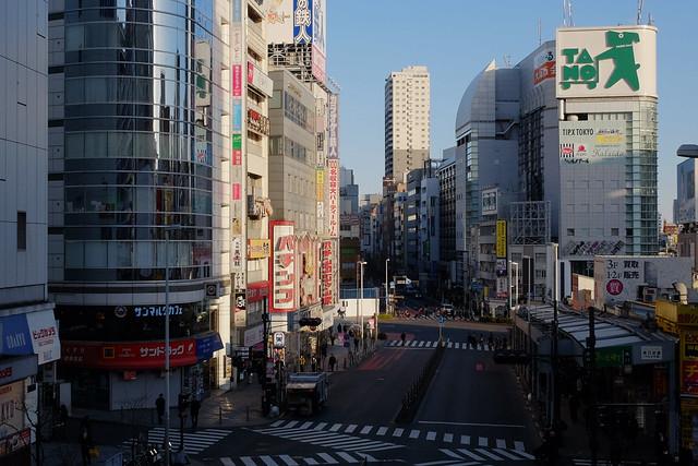 煩悩 [機材沼] : 新宿の朝(8)