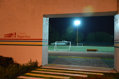 04 Junio 2015. Encienden iluminación en Unidad Deportiva Tepontla.
