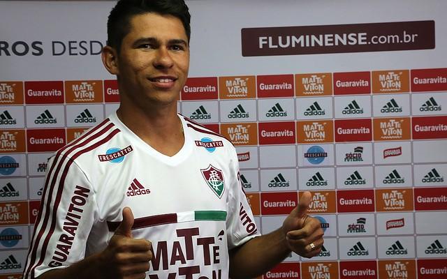 Osvaldo tem 1� brilho no Flu em nova fun��o e pode ganhar vaga de Diego Souza