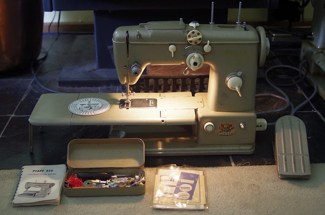 Pfaff 332 Automatic Sewing Machine