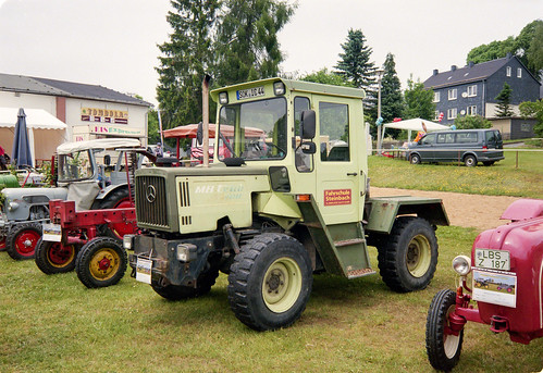 Mercedes tractor - MB Trac 700 - The rolling phonebooth