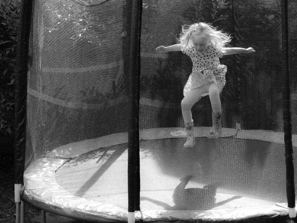 Eva_B&W_jumping-1290424