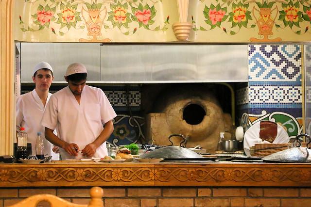 Kitchen of an Uzbek restaurant, Moscow, Russia モスクワ、ウズベクレストランの厨房