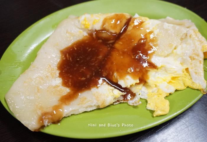 18595445355 b7718b4372 b - 謝氏早點,台中人的老味道,麵糊蛋餅與肉排三明治,台中火車站附近
