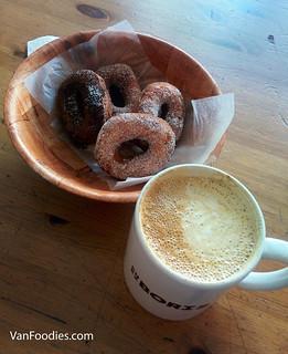 Beignets & latte