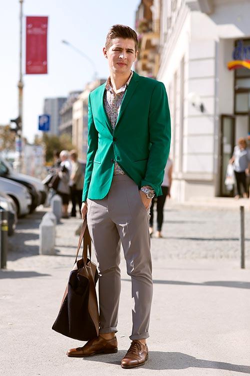 緑テーラードジャケット×グレースラックス