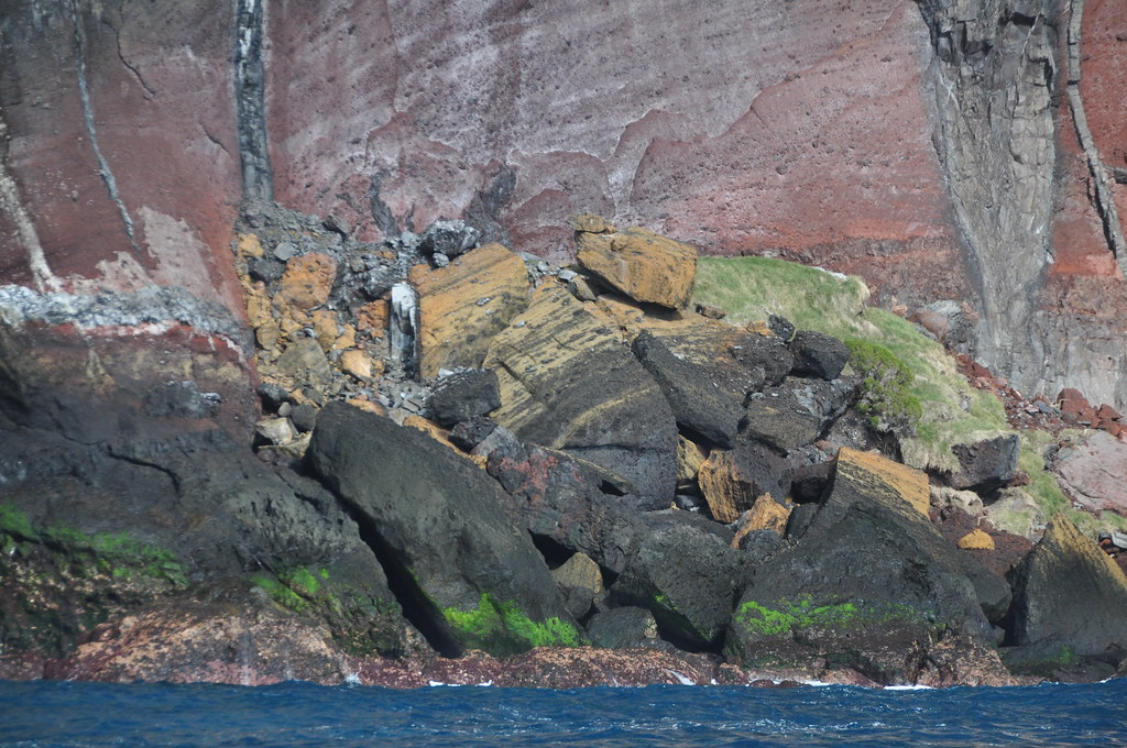 Ball's Pyramid volcanic stratigraphy