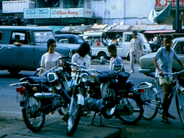 Saigon street scene 1970 - Photo by Dick Hughey - Đường Hàm Nghi