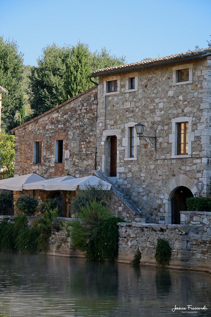 Bagno vignoni val d 39 orcia italy around guides - Albergo le terme bagno vignoni ...