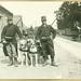 Mitrailleurs van het 7de Linieregiment poseren met hun honden | Machine gunners of the Belgian 7th Infantry Regiment pose with their dogs by Liberaal Archief - Liberas