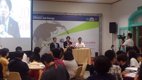台南市長賴清德到場回應公民提出的訴求。攝影:王振益。