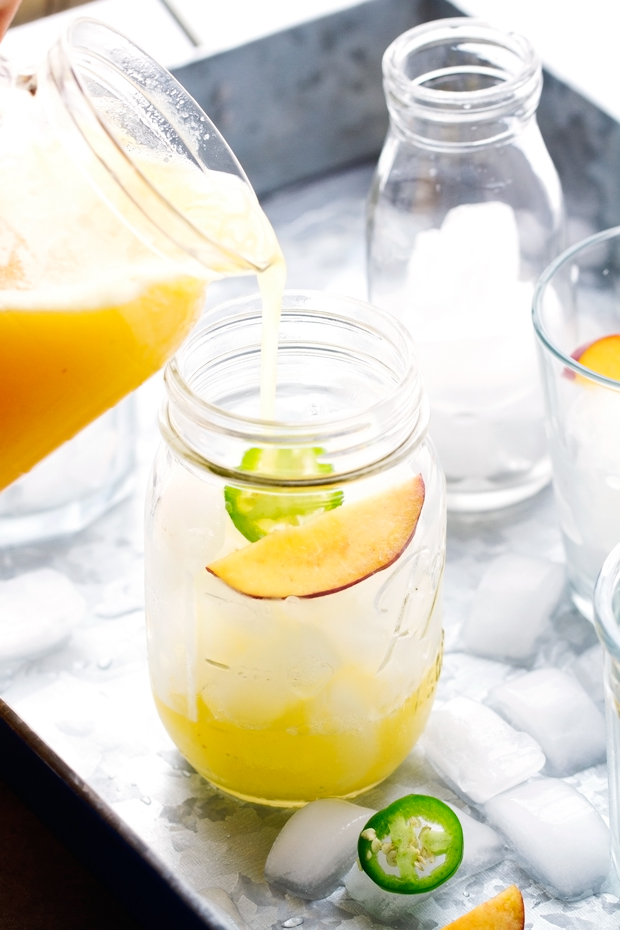 Peach Agua Fresca - A cool and refreshing drink that's refined sugar free and perfect to chill out with this summer! #aguafresca #peaches #peachtea | Littlespicejar.com