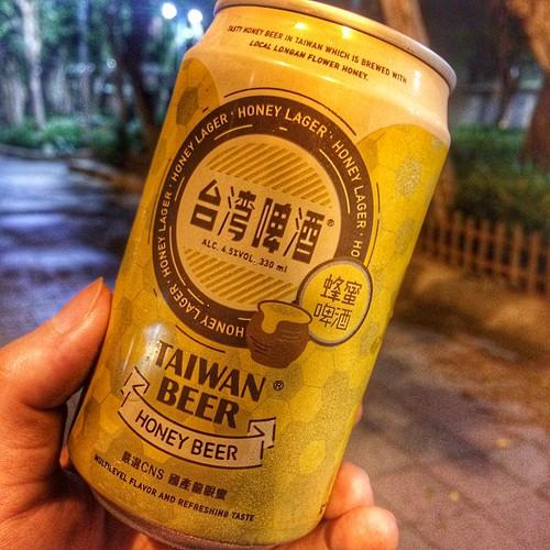 台湾蜂蜜ビール。苦くて甘い不思議な味。おいしい。 #iPhone5s #Taiwan #Taipei #台湾 #台北