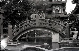 WW2 GIs visit O'Campo Pagoda 2 of 14