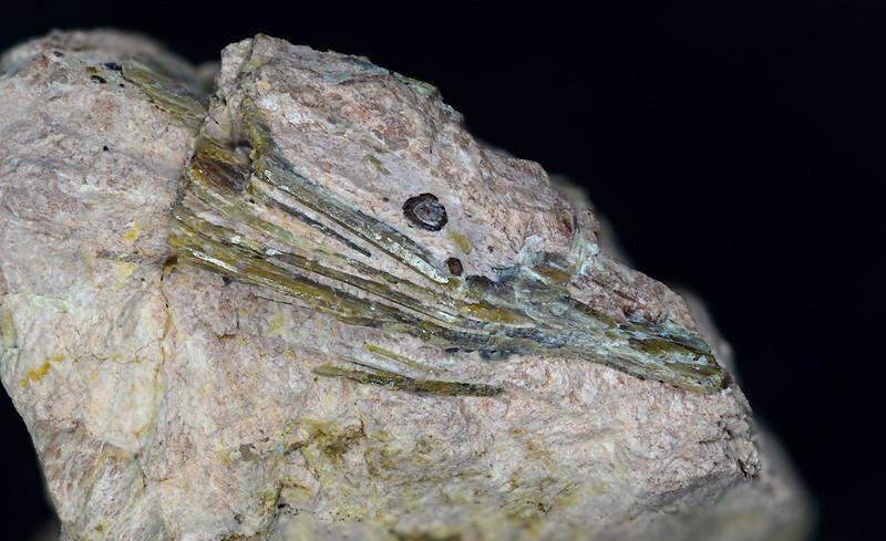 トルトベイト石 / Thortveitite