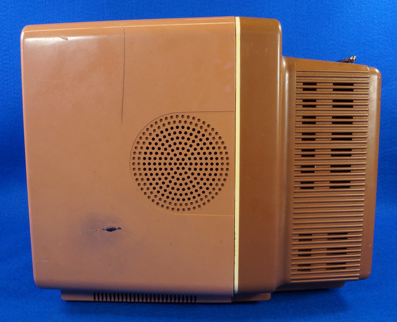RD14657 Vintage Magnavox Color Tube TV Perfect View 9 inch DSC08573