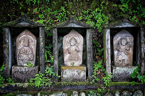 Moment ...③Silent persons(Stone Buddhist image)